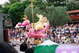 parade-bunny-horse-disneyland-thebroadlife-travel-wanderlust-tokyo-japan-asia