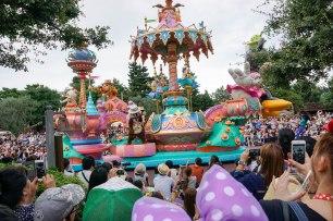 parade-characters-disneyland-thebroadlife-travel-wanderlust-tokyo-japan-asia