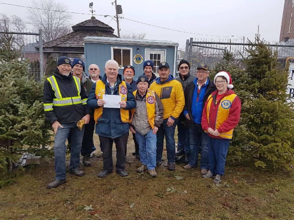 Beaverton restaurant, Lions Club team up to make $4,000 donation to Brock Community Food Bank