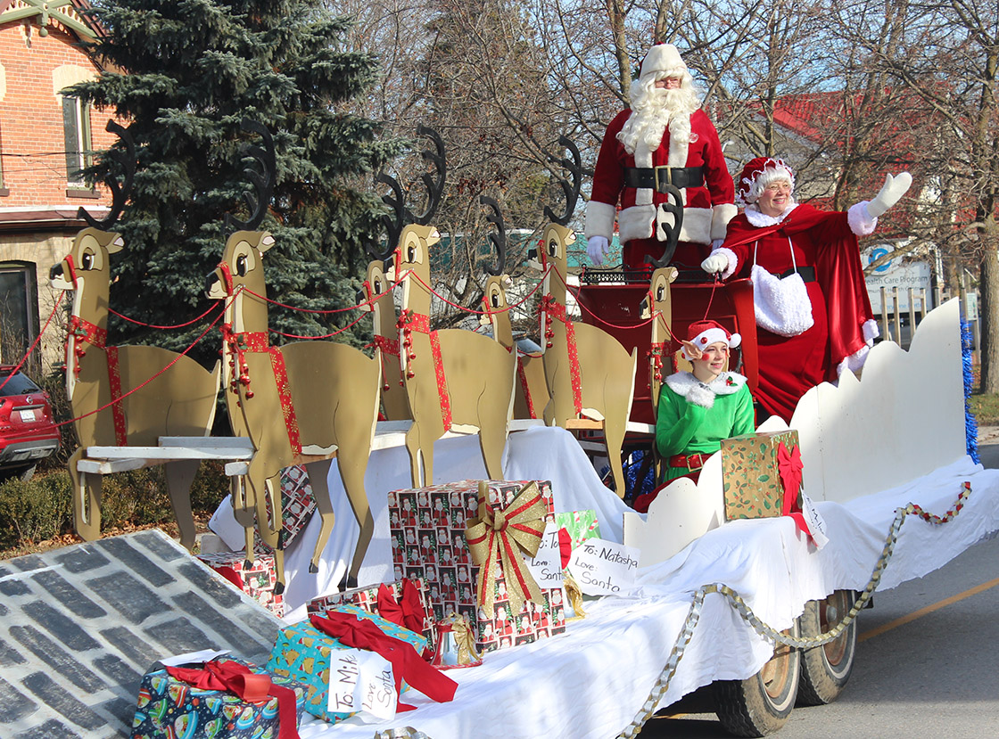 Santa Claus draws a crowd in Cannington