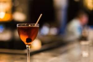 clear long-stem wine glass