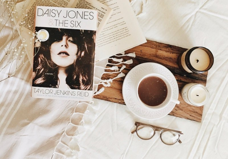 Daisy Jones & The Six by Taylor Jenkins Reid | AUDIOBOOK REVIEW | best audiobook experience EVER!!!!!