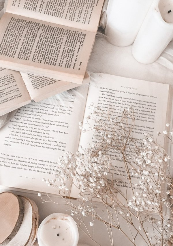 THE BEST FANTASY ROMANCE BOOKS – A LIST OF MUST READS