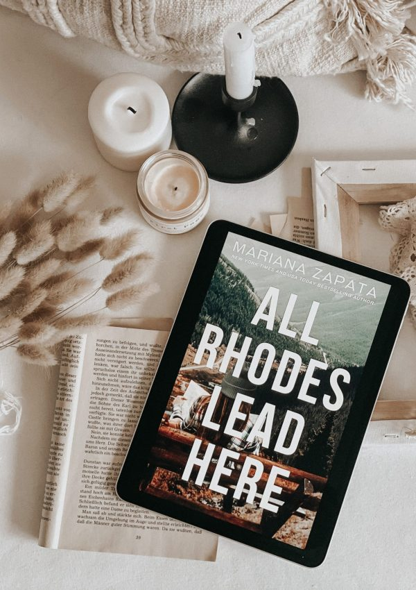 All Rhodes Lead Here by Mariana Zapata | BOOK REVIEW | A feel good story with a sunshine | grump couple