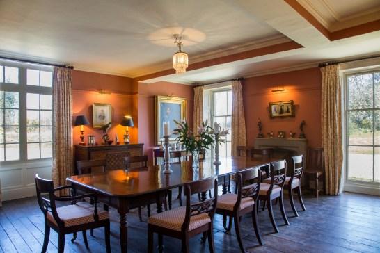 4Z2C4240 Dining Room