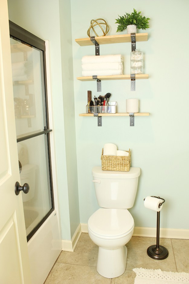 The-Brunette-One-Master-Bathroom-Tour-Minted-DIY_2