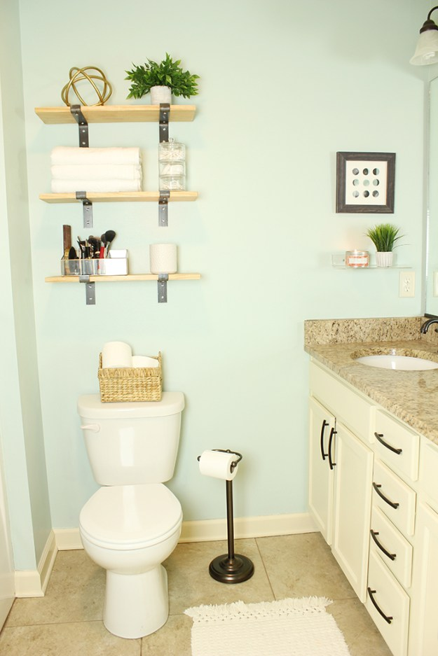 The-Brunette-One-Master-Bathroom-Tour-Minted-DIY_8