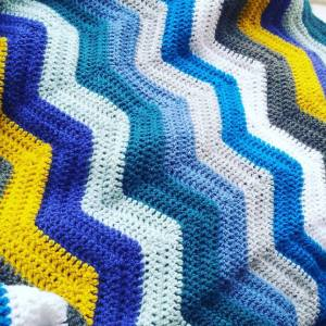 You can make this Crochet Zig Zag pattern with this FREE pattern