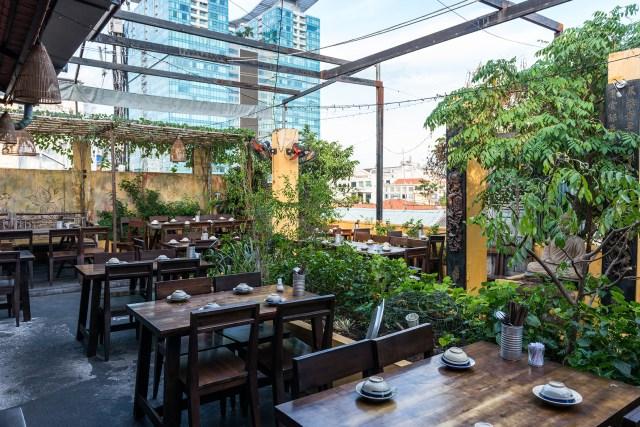 Secret Garden Dining 72 dpi