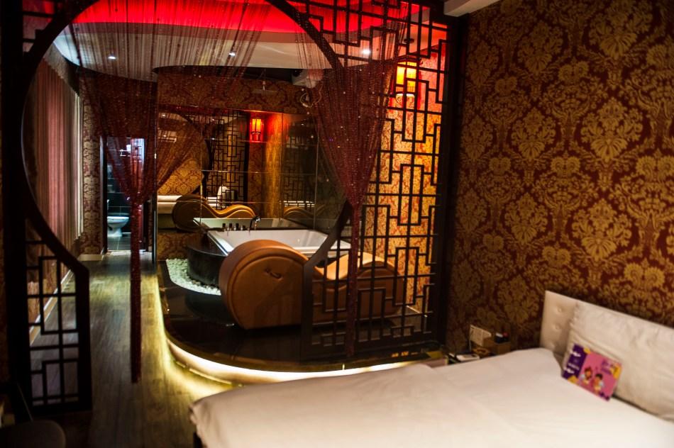 Love Hotel 5