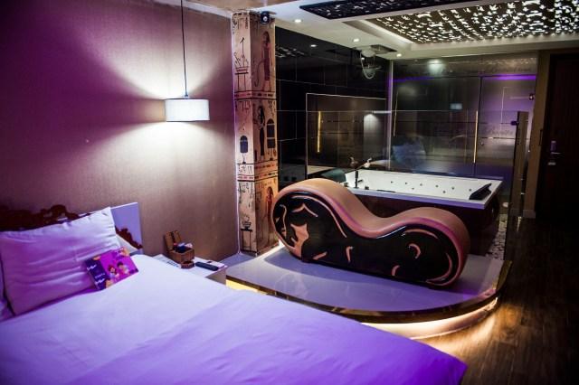 Love Hotel 8