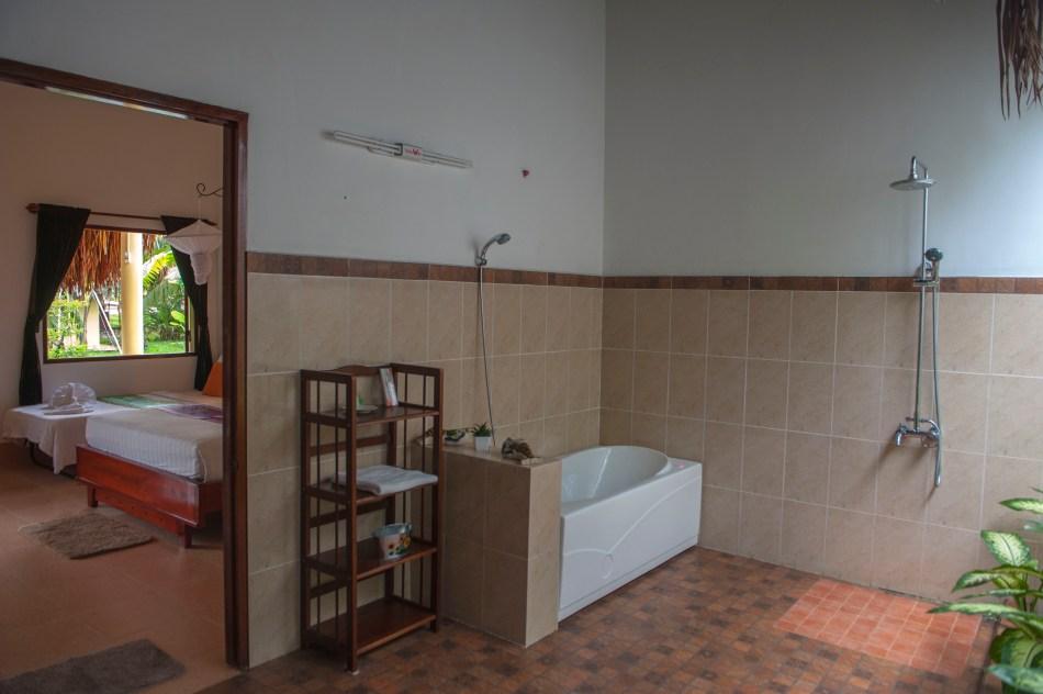 Mango Bathroom 1