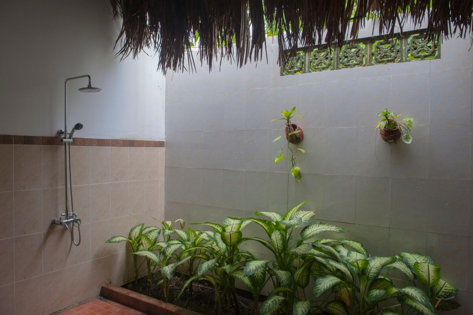 Mango Bathroom 2