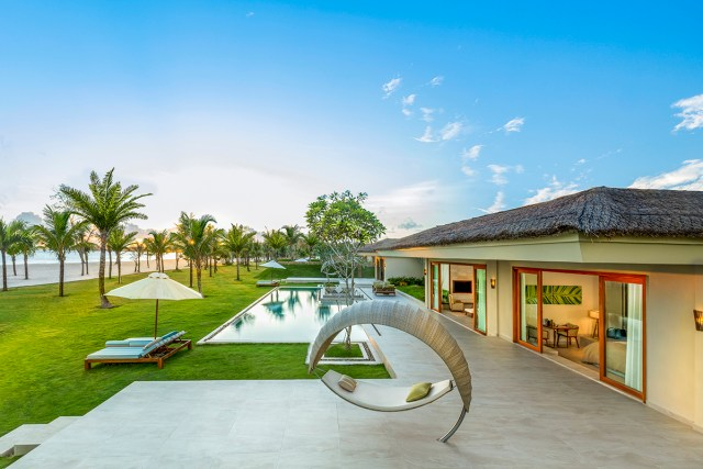 Fusion-Resort-Phu-Quoc-Grand Beach villa-outdoor_01