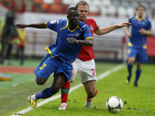 Gabonian footballer Guelor Kanga, 24, has been fined for responding to racist abuse during a game. Kanga plays for FC Rostov. (Futbolla.com)