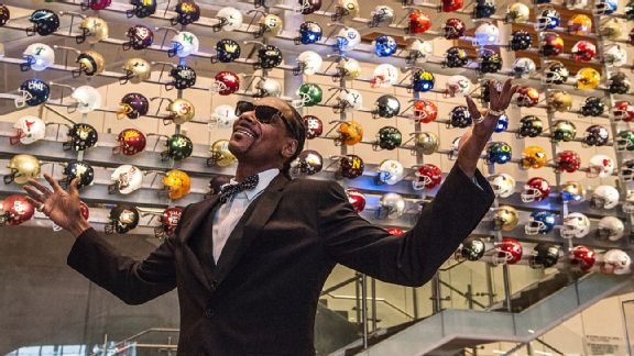 Snoop Dogg at the College Football Hall of Fame in Atlanta. (Photo Credit: ESPN)