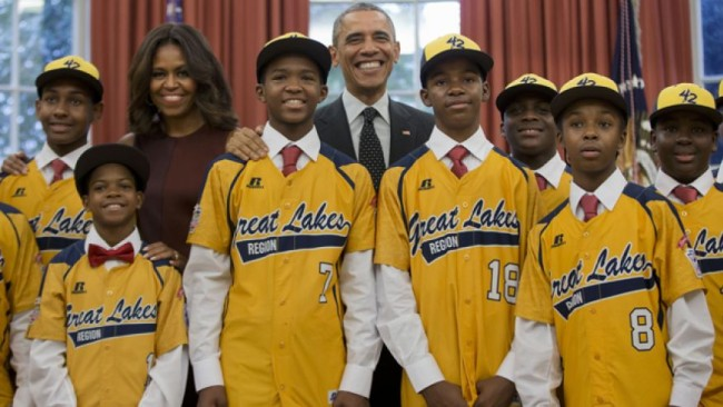Jackie Robinson West Little League Team alongside President Obama and The First Lady. (chicago.cbslocal.com)