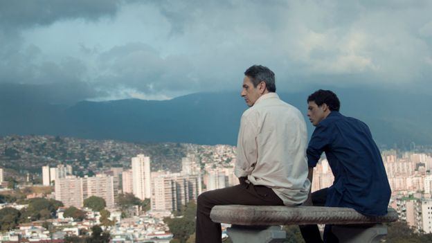 Still photo from the film Desde All.