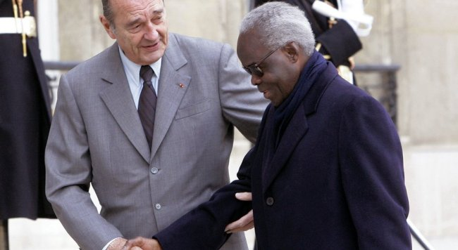 Benin's former President Mathieu Kerekou, right, being welcomed by French President Jacques Chirac at the Elysee Palace in Paris. (Photo: sandiegouniontribune.com)