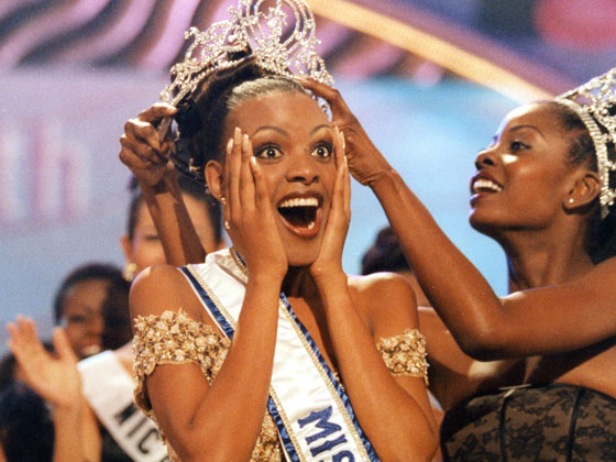 2000 Miss Universe Mpule Kwelagobe of Botswana is crowned by Fitzwilliam. (Google Images)
