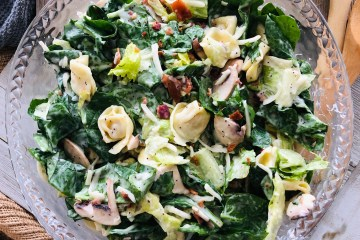 Spinach Tortellini salad bowl with all of the ingredients in it