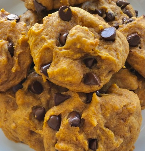 Pumpkin Chocolate Chip Cookies - soft and easy cookie recipe