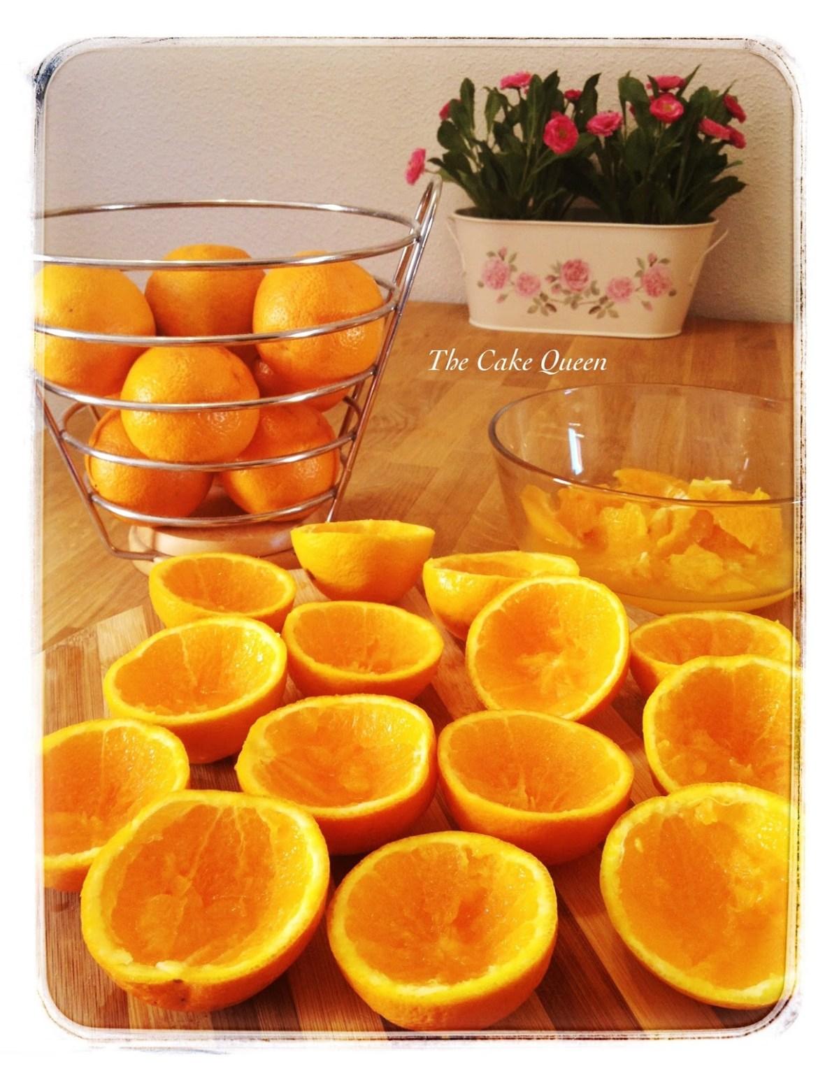 naranjas para zumo cortadas por la mitad. Vacía toda la pulpa de la misma