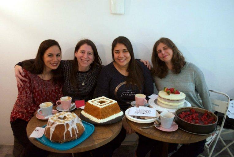 Mi primera reunión clandestina de reposteros, aquí estamos todas juntas de derecha a izquierda: Sonia, Elena, Olga y esta servidora