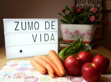 Zumo de vida, zanahorias, apio y manzanas