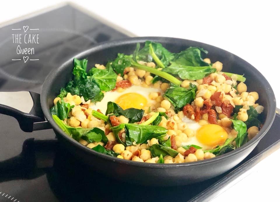 garbanzos con huevos y espinacas