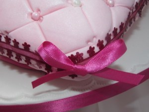 Cushion Cake Bow detail
