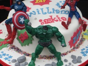 Keepsake Superheroes Incredible hulk cake