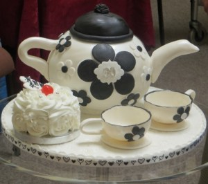 Teapot Cake with Edible teacups