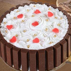 Circular Kitkat cake