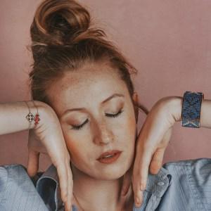The Camelia bijoux - Collier Bou Inania écru + Manchette Fadila bleu + mini bracelets