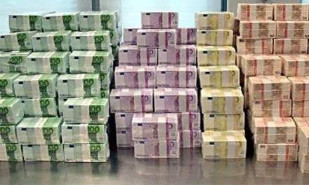 Intercepted with €719,120 in two suitcases