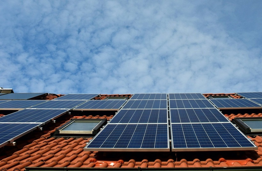 EverSource to buy solar rooftop biz of CDPQ-controlled Azure