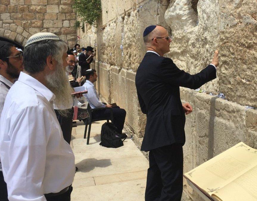 Scott attends U.S. embassy opening in Jerusalem, latest stop on whirlwind schedule