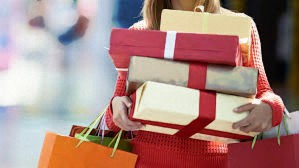 Holiday Shoppers Plan on Spending More on Others, Less on Themselves/Travel