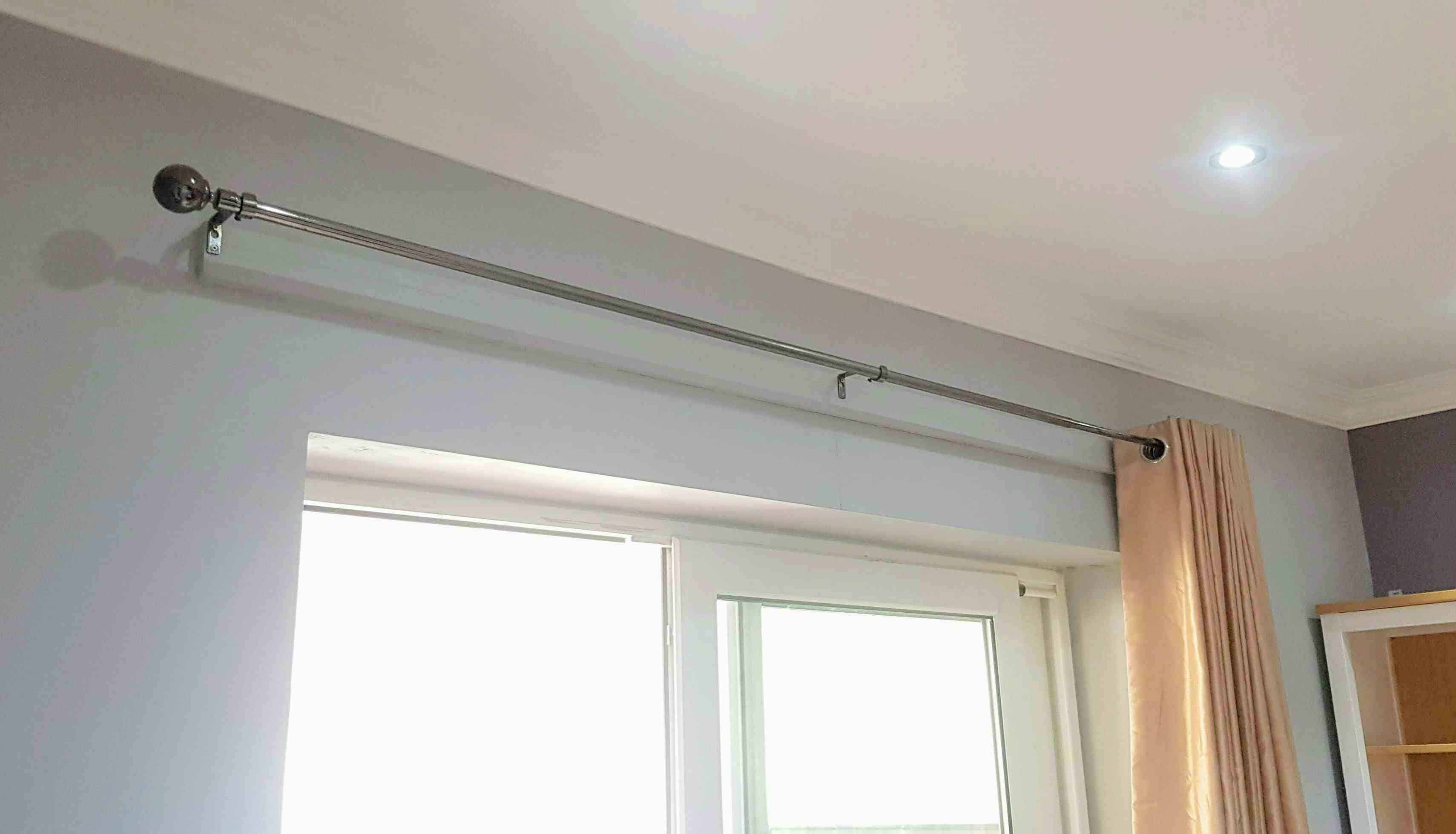how to put up a curtain pole batten
