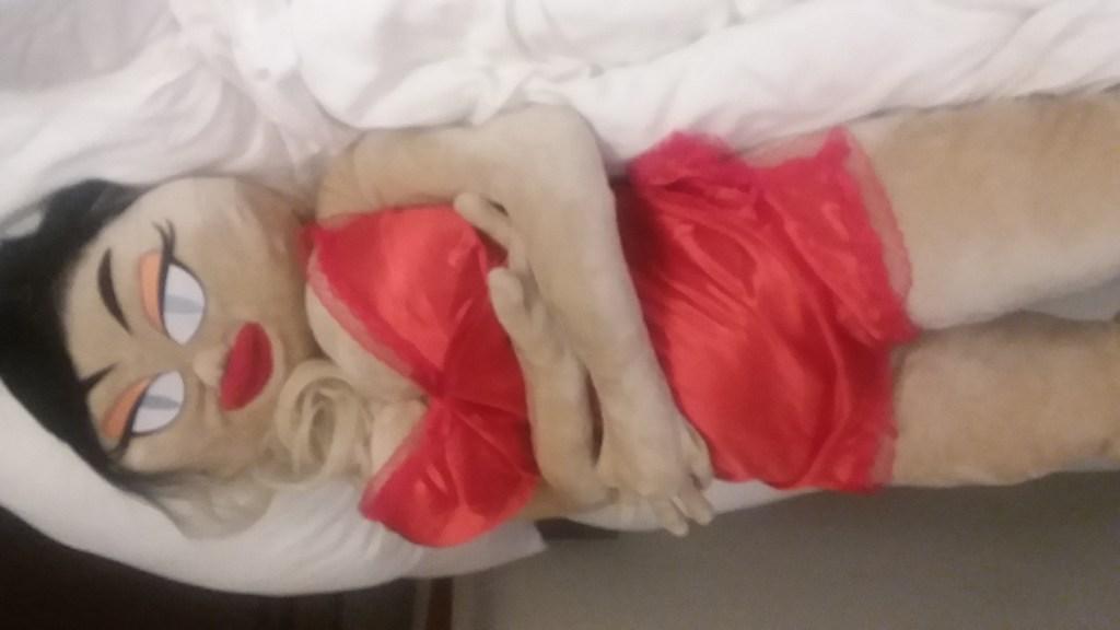 Bambina lying down