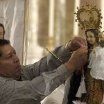 Ecuadorian Catholics display devotion to Mary