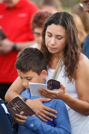 Parish prays for victims of Florida school shooting