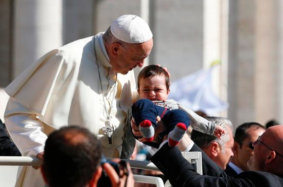 Pope Francis condemns killing of Palestinians near Gaza border