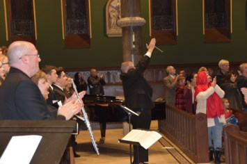 Dr. clapping - Concert glories in 'the magic of Christmas music'