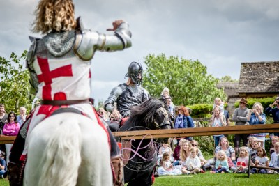 Sulgrave Manor Medieval Jousting Show 2017 - Medieval Tudor Wedding - Jousting Tournament with The Cavalry of Heroes - Thumbs down for the Dark Knight