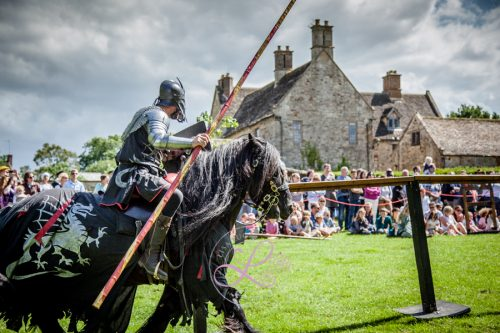 Sulgrave Manor Medieval Jousting Show - Medieval Tudor Wedding - Jousting Tournament with The Cavalry of Heroes - The Dark Knight prepares for Battle
