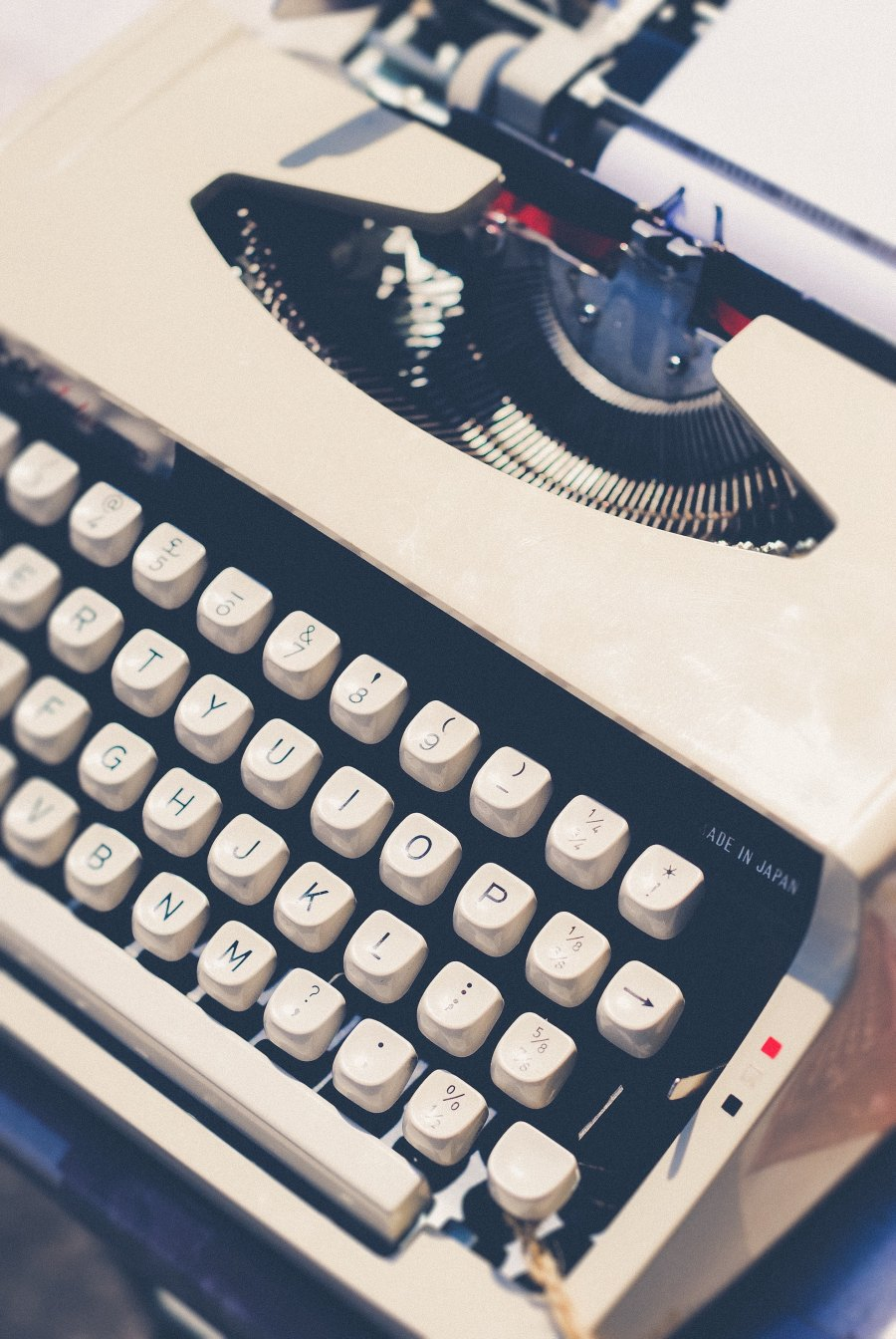 white electric typewriter