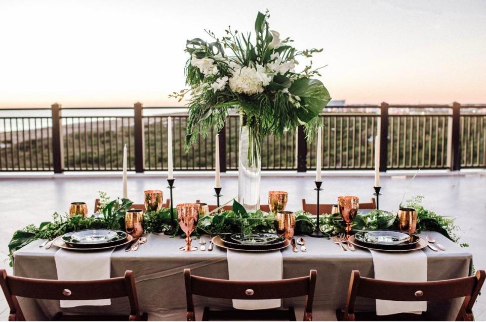 Jennifer G. Photography; Destin Floral Designs; Shaw Lake Farms