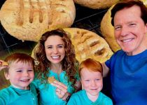 Audrey Dunham with his husband Jeff Dunham and children.